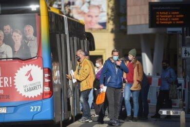 In den Hauptverkehrszeiten werden CVAG-Busse auf einigen Linien recht voll. Fahrgäste fragen sich, ob dann zum Schutz vor Coronainfektionen genügend Luft ausgetauscht wird.