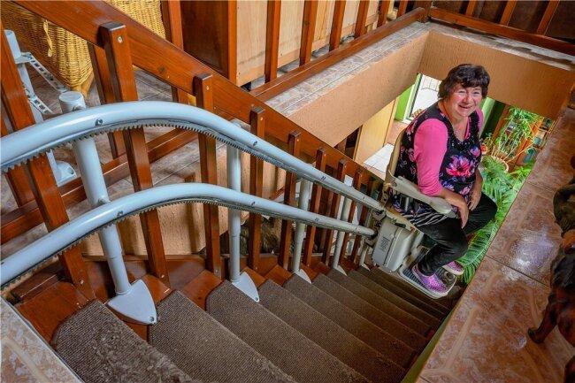 """Manuela Seidel hat über die Aktion """"Leser helfen"""" einen Treppenlift ins Haus eingebaut und finanziert bekommen."""