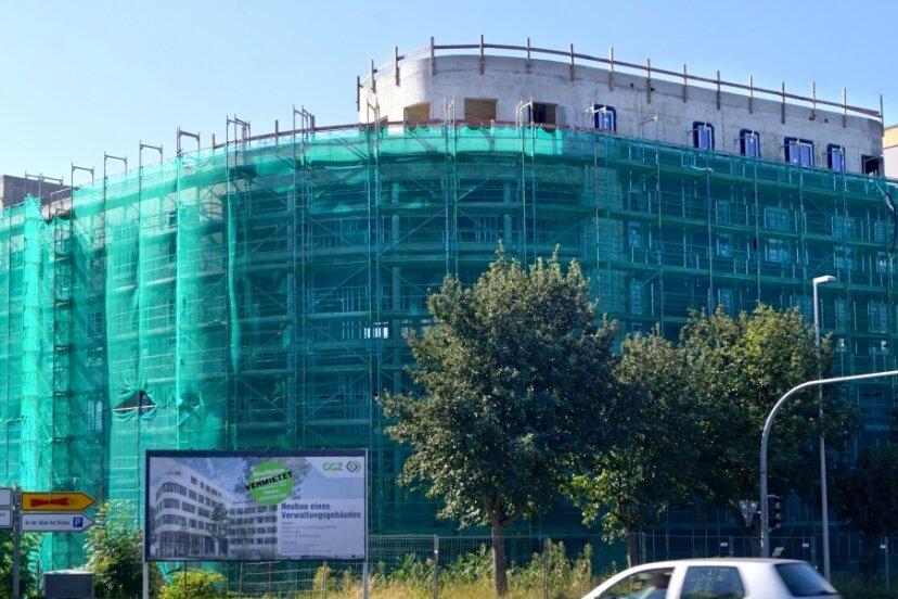 """""""Vermietet"""" steht groß auf dem Schild vor der Baustelle. Jetzt ist auch bekannt, an wen."""