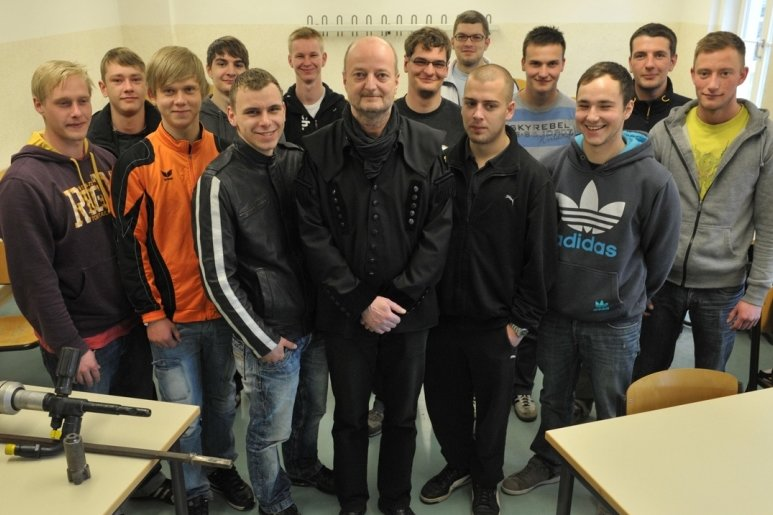 """Berufsschullehrer Jens Lommatzsch (Mitte) vom Freiberger BSZ """"Julius Weisbach"""" schätzt den Zusammenhalt der künftigen Bergleute: """"Auch die Jungs vom zweiten Lehrjahr sind eine eingeschworene Truppe."""""""