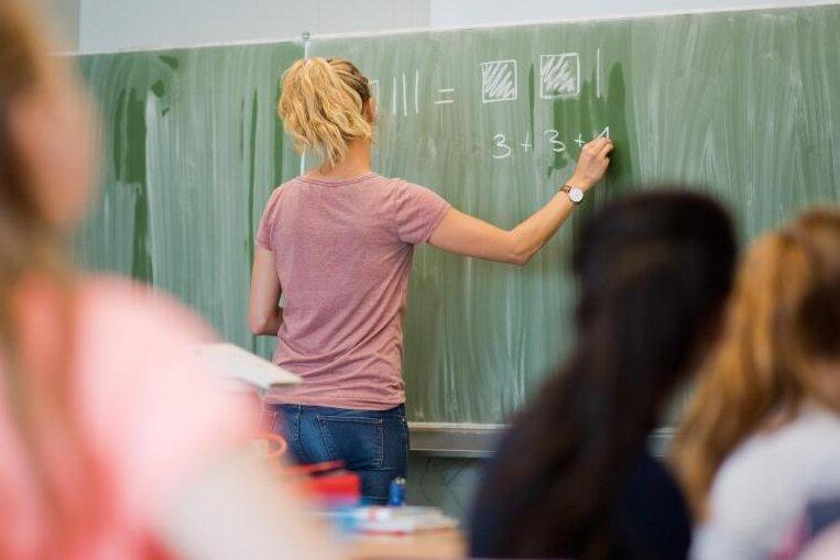 Schwache Schüler in Sachsen sollen wegen Corona-Schuljahr versetzt werden