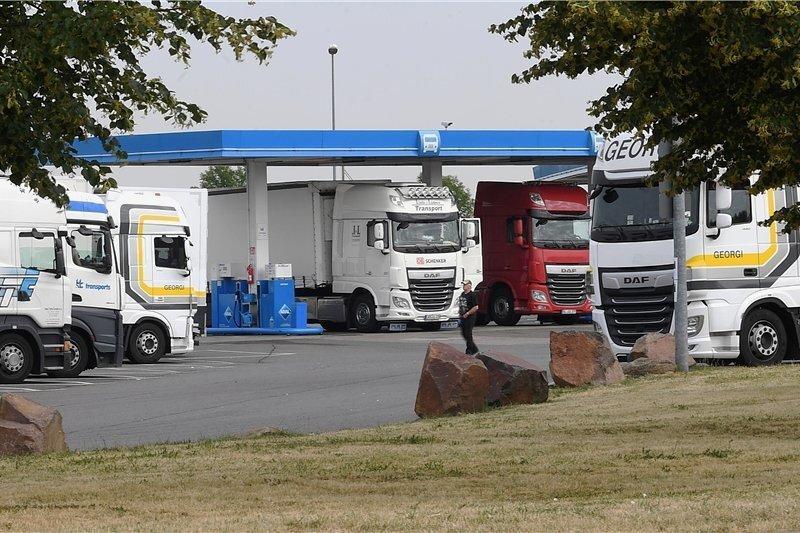 Auf diesem Autohof in Schkeuditz-West ist die 28-jährige Studentin aus Leipzig am Donnerstagabend als Tramperin in einen LKW eingestiegen sein. Das belegen Bilder einer Überwachungskamera.