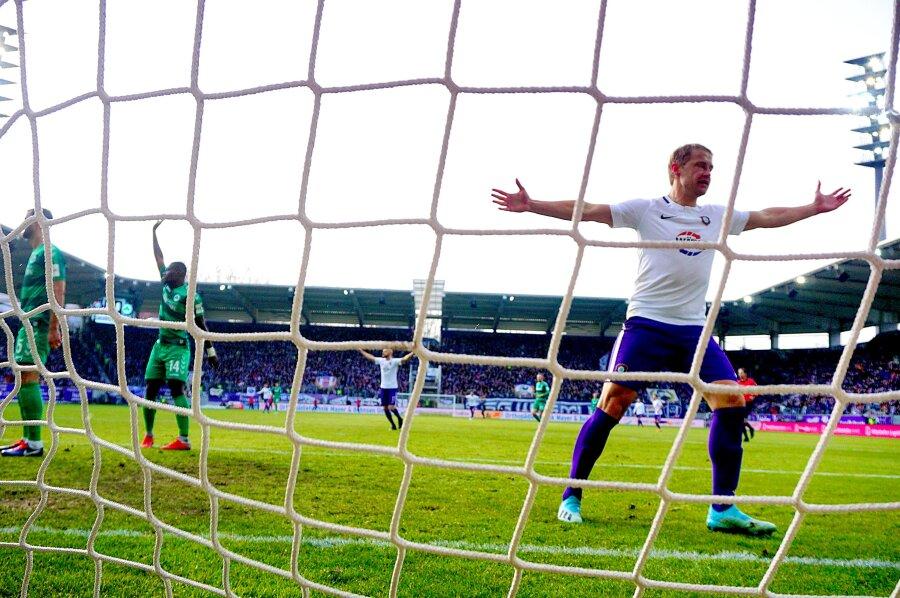 FC Erzgebirge Aue gewann am Samstag in Aue 3:1 gegen den SpVgg Greuther Fürth. Erster Torschütze war Jan Hochscheidt.
