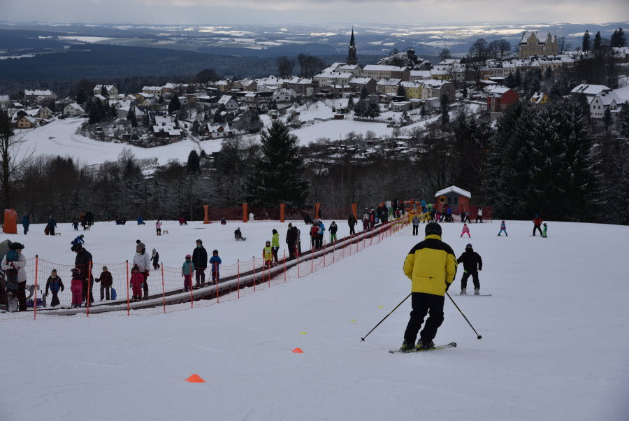 Skifahrer in Schöneck: 2018 gab es ideale Wetterbedingungen für Gäste. 2019 musste Schöneck jedoch Verluste hinnehmen.