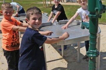 Nicht nur innen, auch außen ist viel passiert: Die Kinder des Schulzentrums haben seit Kurzem einen neuen Spielplatz.