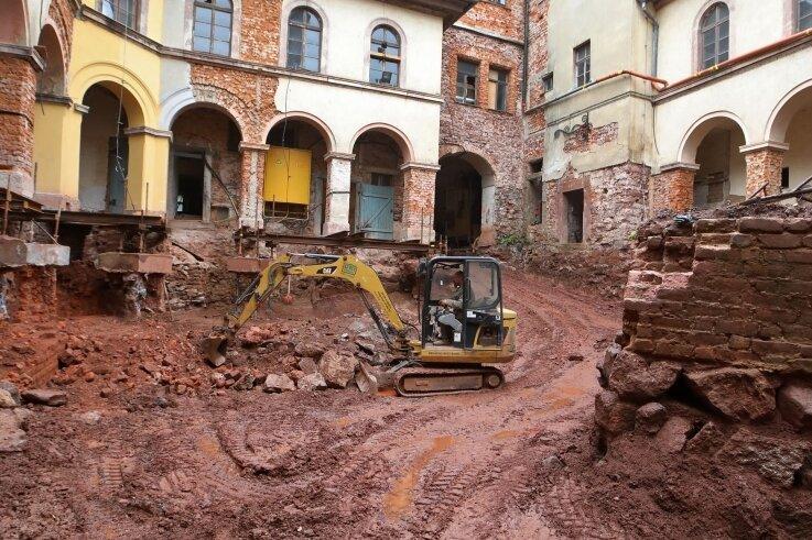 """Ein """"Spielfeld"""" für Archäologen: Am Lichtensteiner Schloss haben sie viel zu tun - und zu entdecken."""