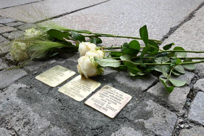 Die neuen Stolpersteine erinnern unter anderem an Angehörige des langjährigen Vorsitzenden der Jüdischen Gemeinde, Siegmund Rotstein.