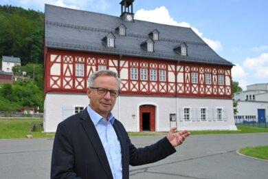 Matthias Gläser, Vorsitzender des Fördervereins Herrenhaus Auerhammer, vor dem Herrenhaus Auerhammer.