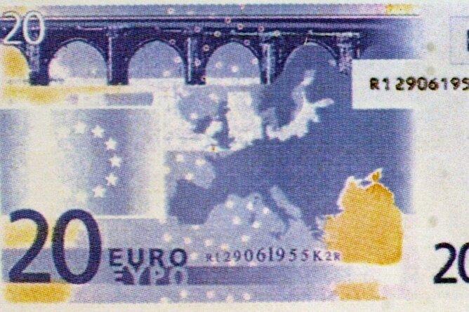 Der Entwurf des 20-Euro-Scheins von 1997, der bis in die Endauswahl kam, dann aber verworfen wurde. Auf der Rückseite war die Göltzschtalbrücke in stilisierter Form zu sehen.