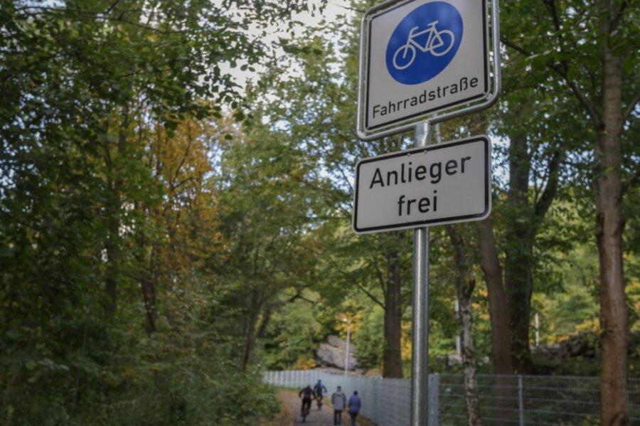 Als Fahrradstraße ist der Chemnitztalradweg zwischen Markersdorf und Diethensdorf jetzt ausgewiesen worden. Grundstücksbesitzer in der Interessengemeinschaft Naherholung dürfen als Anlieger passieren.