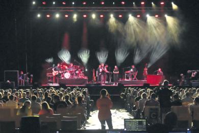 Popsänger Tim Bendzko und seine Band während eines Großversuchs in der Arena Leipzig. Die Eventbranche hofft, dass die Studie unter gewissen Auflagen wieder Großereignisse ermöglicht.