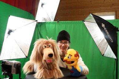 Thea Martin lässt Hund Flocky und Herrn Schnauz miteinander plaudern. Damit das auch Menschen am anderen Ende der Welt miterleben können, hat die 41-Jährige sich ein kleines Studio eingerichtet.