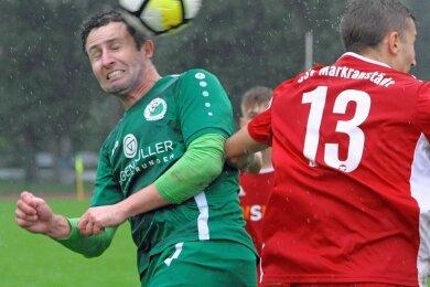 Mit zwei Treffern brachte Marcel Schuch (links) den SV Merkur Oelsnitz in Halbzeit eins auf die Siegerstraße.