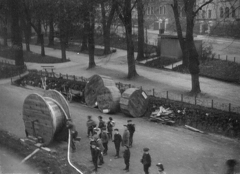 1909 begann mit der Kabellegung an der Geyersdorfer Straße das Zeitalter der Stromversorgung in Annaberg.