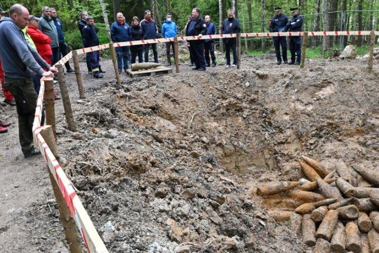 Im freigelegten Trichter befanden sich etwa 70 Granaten, die nach Kriegsende vernichtet wurden.