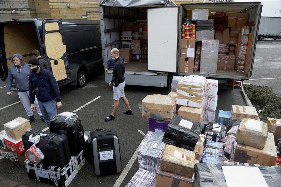 Chaos in Dover: Autofahrer warten auf Wiederaufnahme des Fährbetriebs. Wegen rasanter Ausbreitung der neuen Variante des Coronavirus in Großbritannien schloss Frankreich die Grenzen.