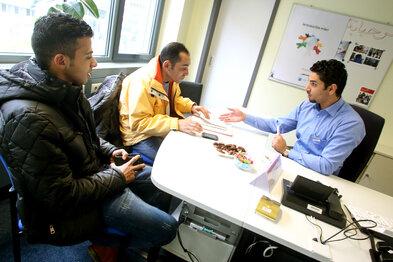 14. Dürfen Asylbewerber arbeiten?