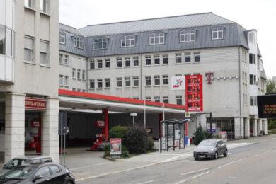 An dieser Tankstelle an der Clausstraße hatte der Maskierte mit vorgehaltener Waffe Geld gefordert.