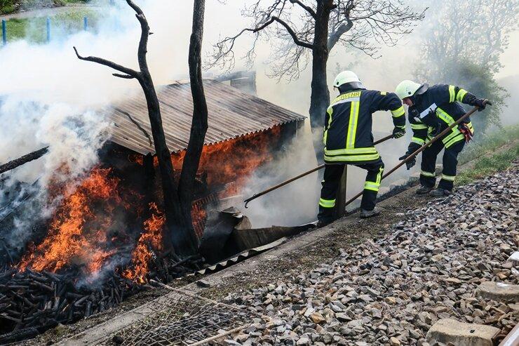 Lößnitz: Schuppenbrand - Bahnstrecke gesperrt