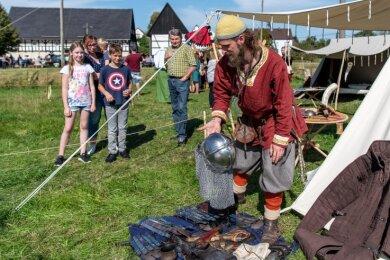 Im Lager der Slawen konnten sich Besucher über das Leben, wie es vor Jahrhunderten war, informieren. Sagenerzähler Rocco hatte dabei manche Geschichte auf Lager, die auch heute noch zutreffend ist.