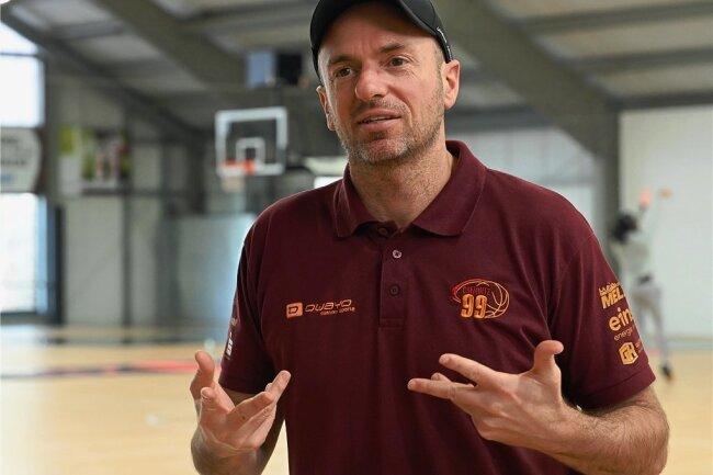 Rodrigo Pastore ist seit 2015 Cheftrainer der Niners. Der 48-jährige Argentinier lebt seit 1996 in Europa.