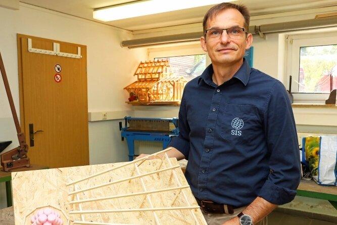 Ingo Weidhaas wird sich auch als Schulleiter weiter um die Modellbaukurse kümmern.