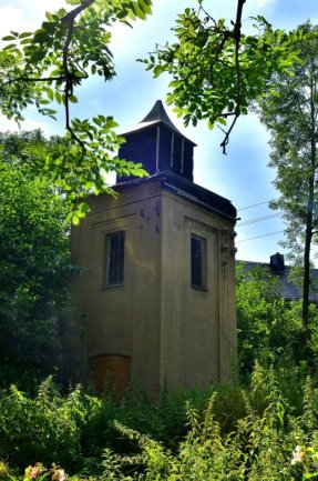 Das Trafohaus in Mühlbach: Für seine Sanierung und den Umbau zum Vogelhaus fallen Kosten von fast 70.000 Euro an.