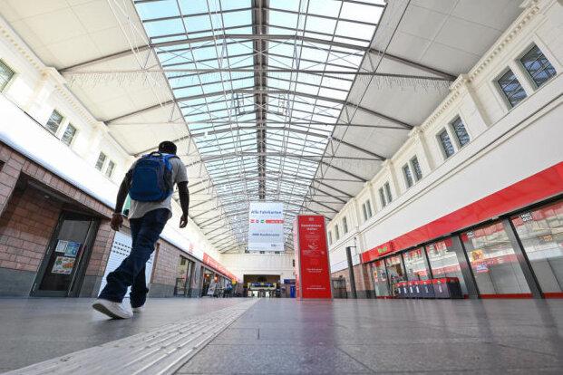 Die Empfangshalle des Chemnitzer Hauptbahnhofs.