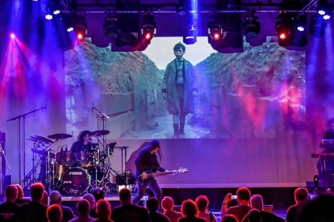 """Cineconcerto: Das italienische Quartett Ranest Rane spielte live zu Alan Parkers Film """"The Wall"""" die Songs des legendären Konzeptalbums der britischen Band Pink Floyd. Das audiovisuelle Meisterwerk in Spielfilmlänge erschien 1982 und war seiner Zeit meilenweit voraus."""