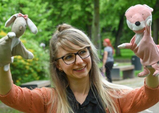 Puppenspielerin Jennifer Hermsdorf sorgte gemeinsam mit Hase und für eine Geschichte beim Kulturerwachen.
