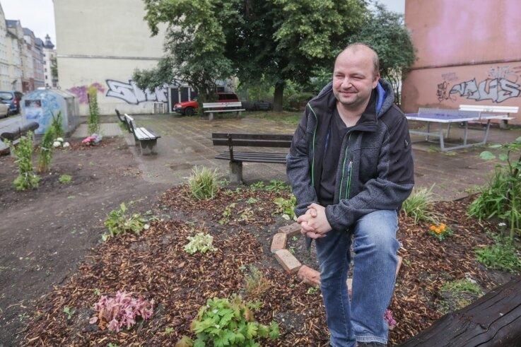 """Oliver Treydel beteiligte sich 2019 an der ersten Runde des Wettbewerbs """"Nimm Platz"""". Von ihm stammt die Idee, den kleinen Park an der Ecke Zietenstraße/Jakobstraße auf dem Sonnenberg in Ordnung zu bringen."""