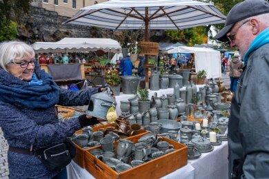 Mechthild Schinnerling aus Zeulenroda war das 15. Mal beim Markt dabei. Reiner Handke aus Auerbach gehört zu den Stammkunden.