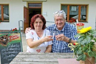 Helga und Peter Demisch betreiben seit 30 Jahren die Gaststätte im Hirschfelder Tierpark.