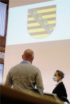 Der Angeklagte Philipp S. mit seiner Anwältin im Schwurgerichtssaal des Leipziger Landgerichts.