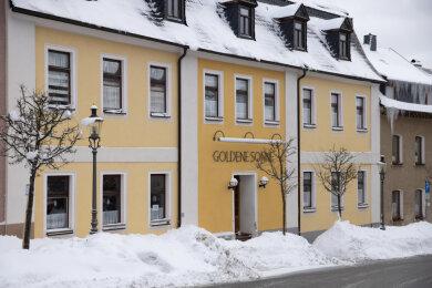 """Eine Versammlung in der """"Goldenen Sonne"""" in Elterlein zog einen Polizeieinsatz nach sich."""