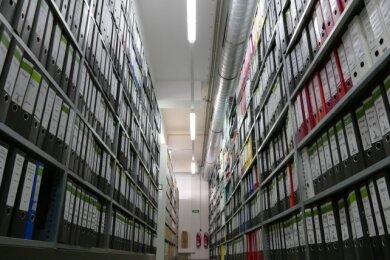 Das Kreisarchiv Mittelsachsen - hier ein Blick in den Standort in Freiberg - verwahrt rund 18.000 laufende Meter Akten.