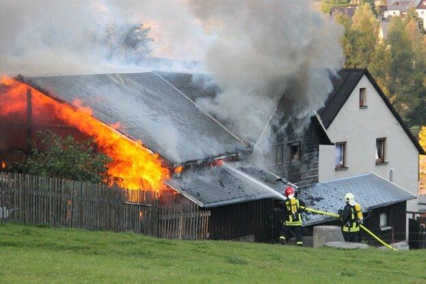 Dach-Arbeiten lösen Scheunenbrand aus