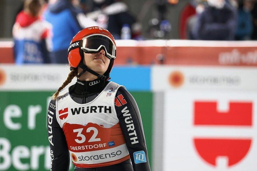 Katharina Althaus verpatzte den ersten Sprung auf ihrer Hausschanze.