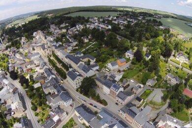 Das Zentrum der Stadt Markneukirchen aus der Vogelperspektive.