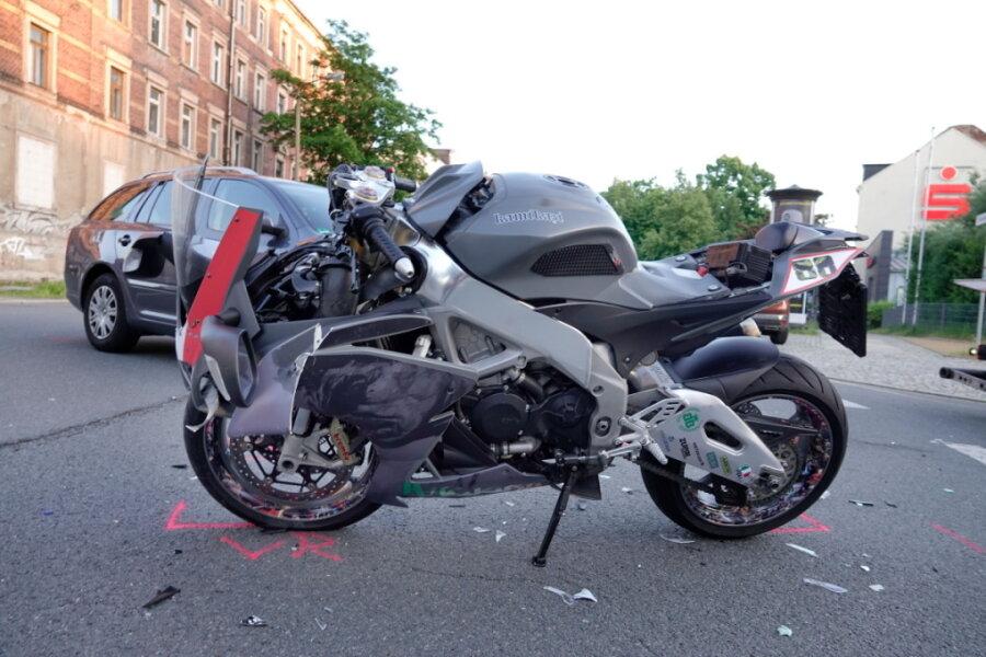 Biker bei Unfall in Chemnitz schwer verletzt