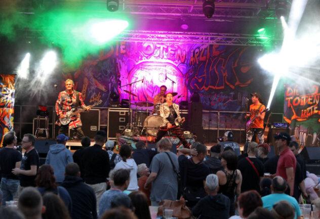"""""""Die Toten Ärzte"""" auf dem Glauchauer Stadtfest im Vorjahr. In diesem Jahr fällt die Stadtfete coronabedingt aus."""