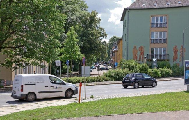 Der Blick aus Norden in die Parkstraße. Der Großvermieter GGZ ist vor kurzem aus den beiden Häusern im Vordergrund ausgezogen.