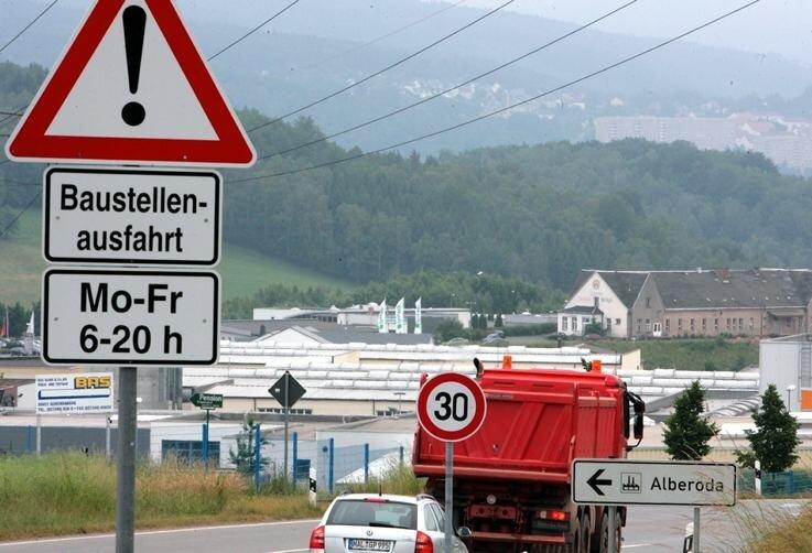 Fuß vom Gas: In Höhe des Alberodaer Gewerbegebiets müssen Autofahrer auf dem A 72-Zubringer ihr Tempo auf 30 drosseln.