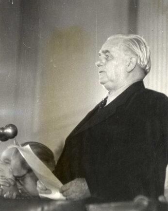 Gründung der DDR am 7. Oktober 1949. Wilhelm Pieck verliest das Manifest.