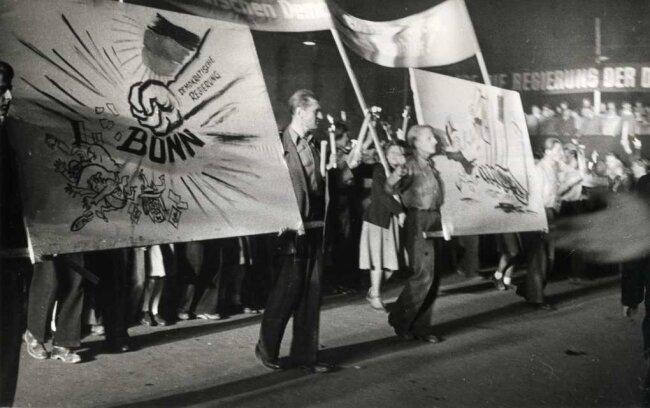 Zeitungsseiten 75 Jahre Freie Presse Jahr: 1949 Massenkundgebung am 11. Okober 1949 in berlin