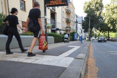 Vor den außer Betrieb genommenen Haltestellen Henriettenstraße (im Bild) und Leonhardtstraße wird das Parken vorübergehend erlaubt.