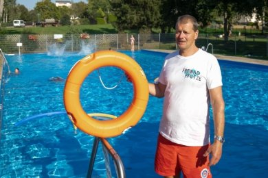 In Oberlungwitz musste Schwimmmeister Joachim Haase den Rettungsring dieses Jahr nicht einsetzen.