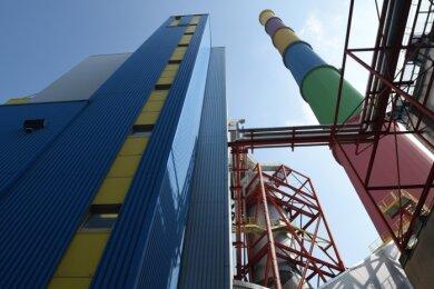 Im Heizkraftwerk Nord des Versorgers Eins war noch vor drei Jahren neue und innovative Technik zur Rauchgasreinigung eingebaut worden. Jetzt kündigte das Unternehmen überraschend an, den Ausstieg aus der Kohleverbrennung schon 2023 statt 2029 vollziehen zu wollen.