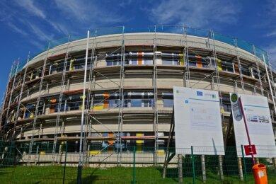 """Weil vor 27 Jahren Anbau an das Gymnasium """"Am Sandberg"""" gepfuscht wurde, wird jetzt die Sanierung des Schulhauses um 455.000 teurer."""
