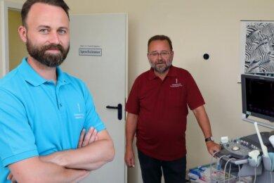 Sebastian (links) und Matthias Krauß - sie waren zwei Jahre lang eine gutes Team. Nun übernimmt der Sohn die Facharztpraxis.
